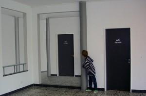 Innengestaltung eines Foyers in Gerabronn. Durch die Dreidimensionalen Gänge wirkt der Raum belebter und voluminöser.