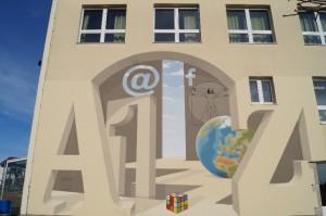 Die Schule in Blaufelden: Im Herbst 2013 wurde sie zeitgemäß umgestaltet und erneuert. Da Facebook einen Teil des Lebens von den Schülern einnimmt, hat es auch einen Platz auf der dreidimensionalen Wandmalerei verdient.